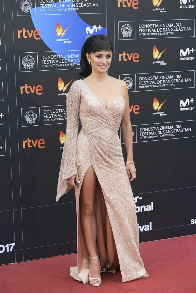 Penelope Cruz at the Loving Pablo Photocall During the 65th San Sebastian Film Festival 09/30/2017-2