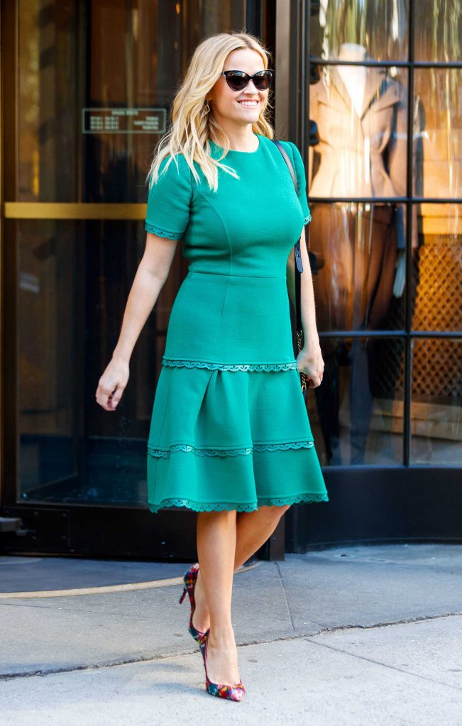 Reese Witherspoon Wears a Turquoise Dress Out in New York 10/04/2017-1