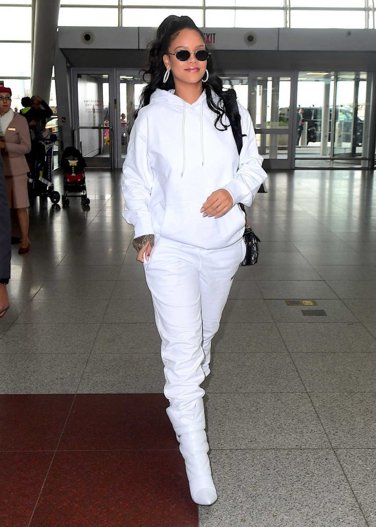 Rihanna Arrives at JFK Airport in New York City 10/13/2017-1