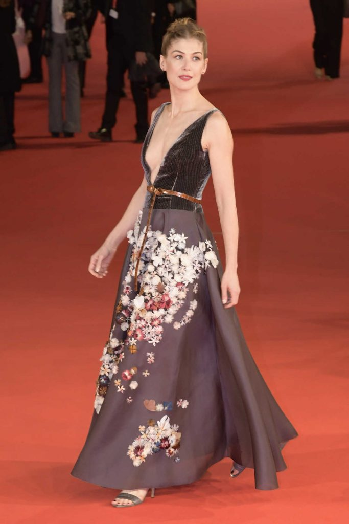 Rosamund Pike at the Hostiles Premiere During the 12th Annual Rome Film Festival in Rome 10/26/2017-4