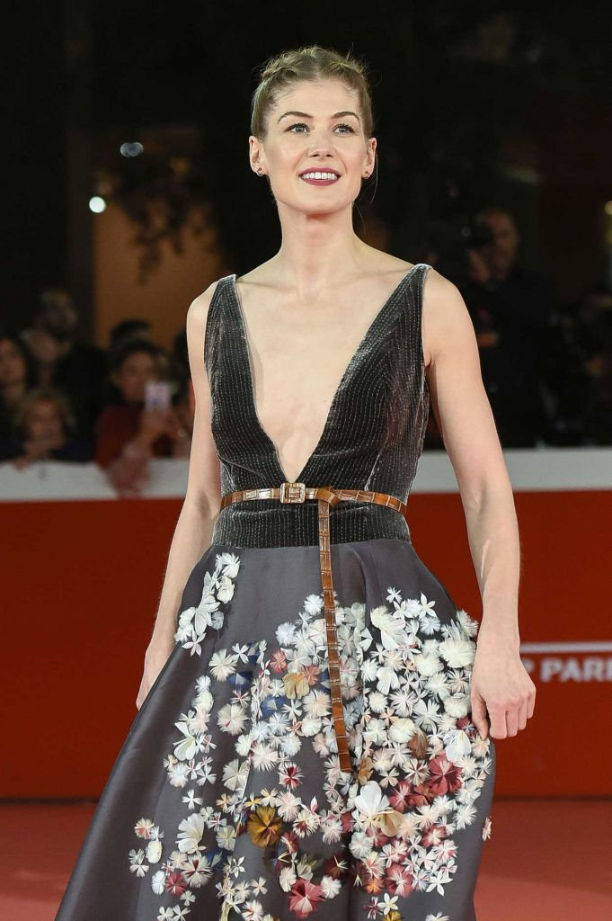 Rosamund Pike at the Hostiles Premiere During the 12th Annual Rome Film Festival in Rome 10/26/2017-5