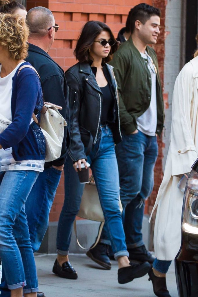 Selena Gomez Goes to Hillsong Church Sunday Service at Hammerstein Ballroom in NYC 10/01/2017-1