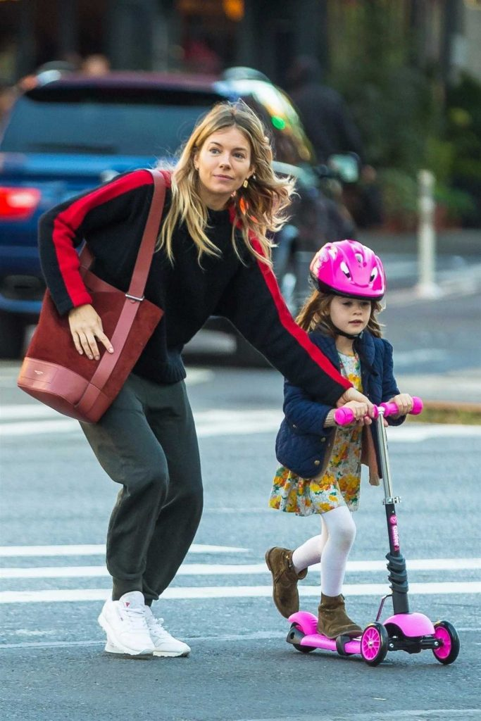 Sienna Miller Was Seen Out in New York 10/18/2017-4