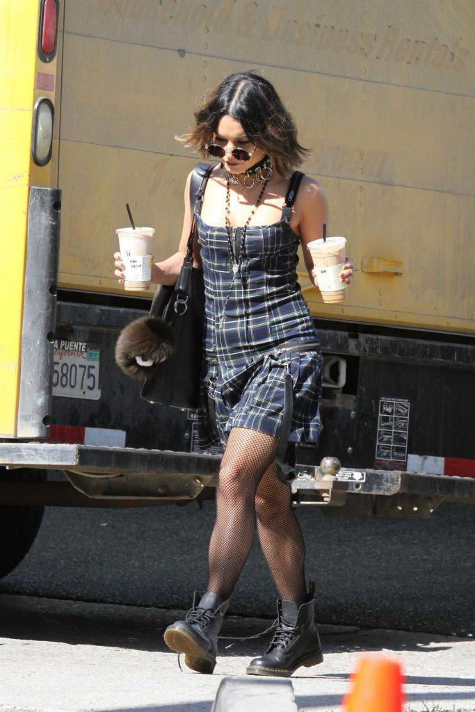 Vanessa Hudgens Gets Coffee in Los Angeles 10/08/2017-1