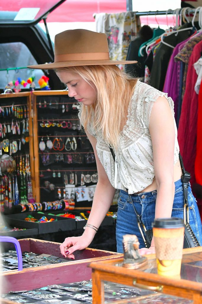 Amber Heard Goes Shopping at the Pasadena Flea Market in Pasadena 11/13/2017-3