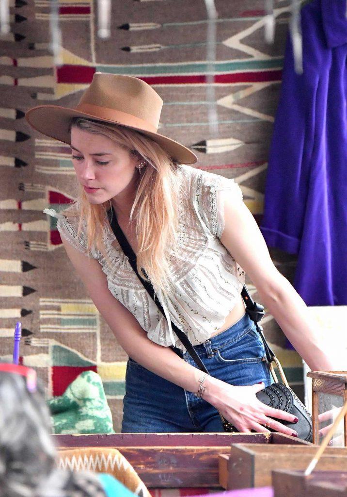 Amber Heard Goes Shopping at the Pasadena Flea Market in Pasadena 11/13/2017-5