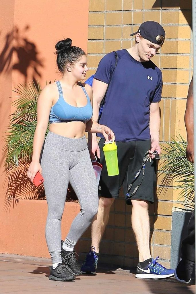 Ariel Winter Hits the Gym With Levi Meaden in LA 11/25/2017-1