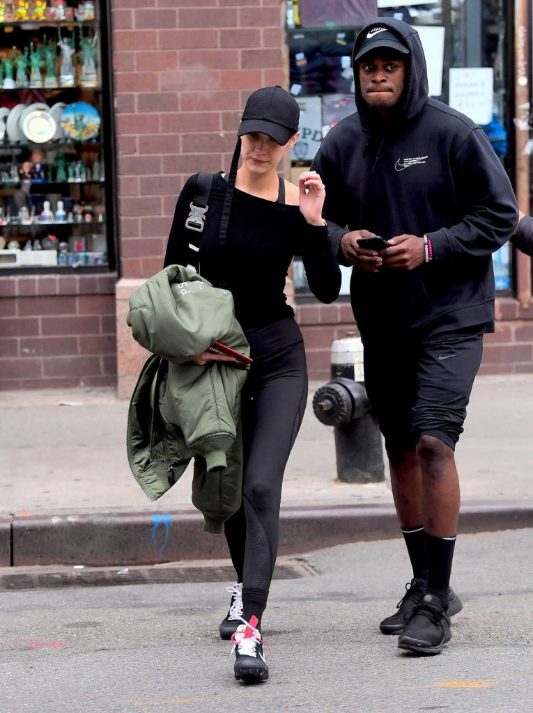 Bella Hadid Walkes Around Chinatown in NYC 11/08/2017-1