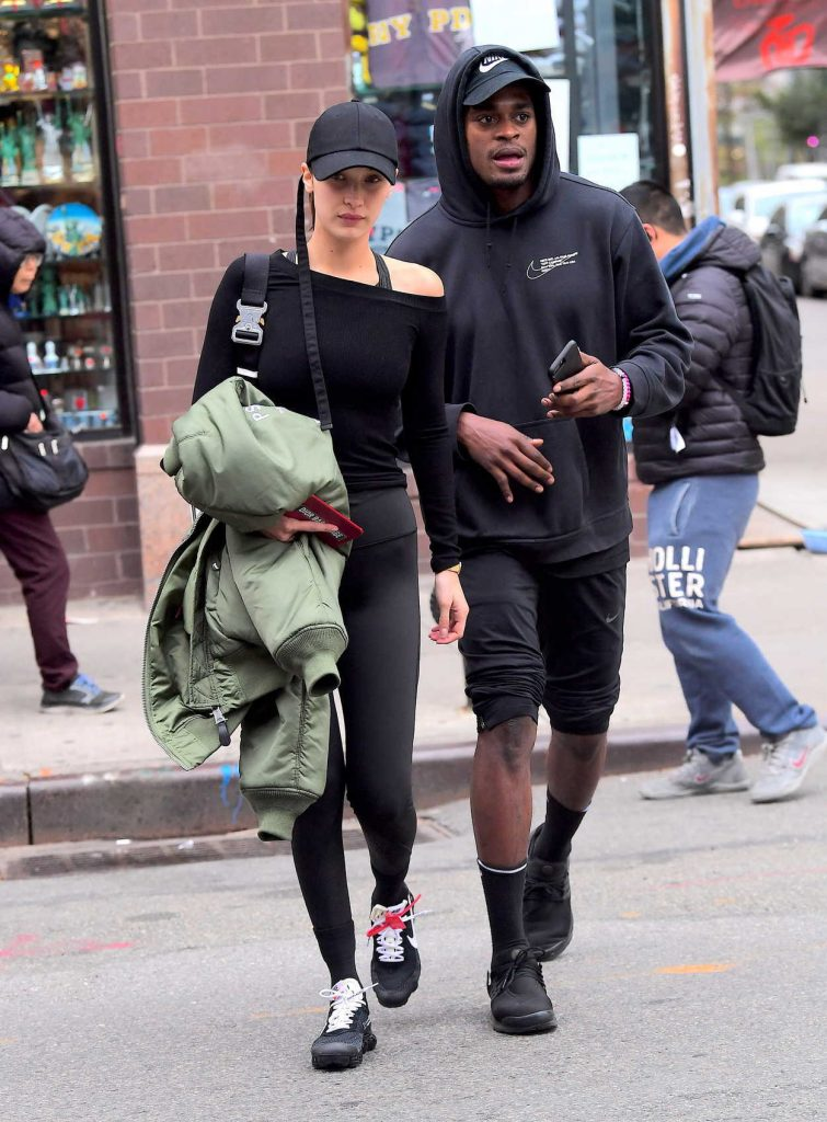 Bella Hadid Walkes Around Chinatown in NYC 11/08/2017-2