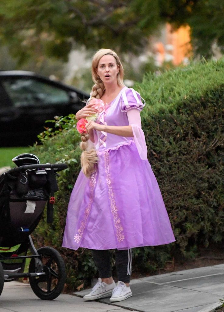 Charlize Theron Attends a Halloween Party in Los Angeles 10/31/2017-1