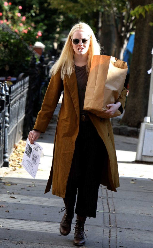 Emma Stone on the Set of Maniac in NYC 11/09/2017-1