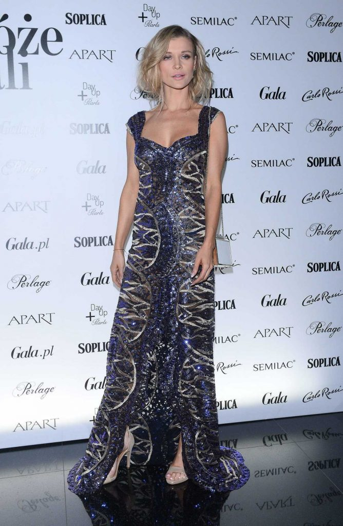 Joanna Krupa at the Gala Roses in Warsaw 11/20/2017-1