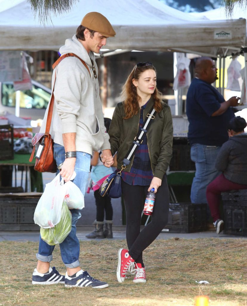 Joey King Was Seen at the Local Farmer's Market in Studio City 11/19/2017-1
