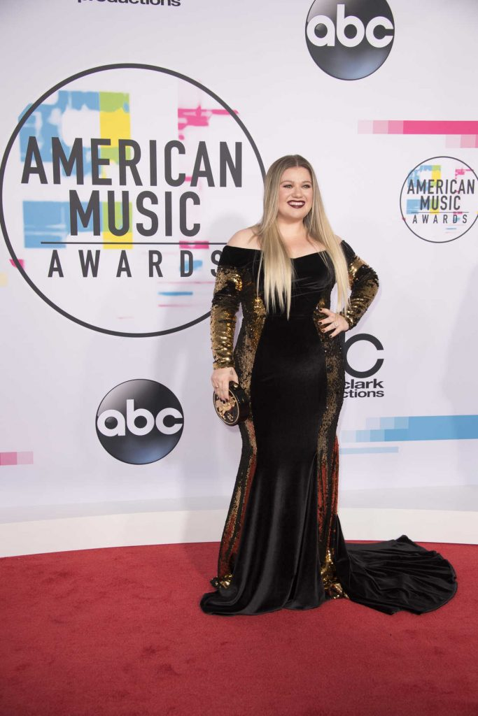Kelly Clarkson at 2017 American Music Awards at the Microsoft Theater in Los Angeles 11/19/2017-1