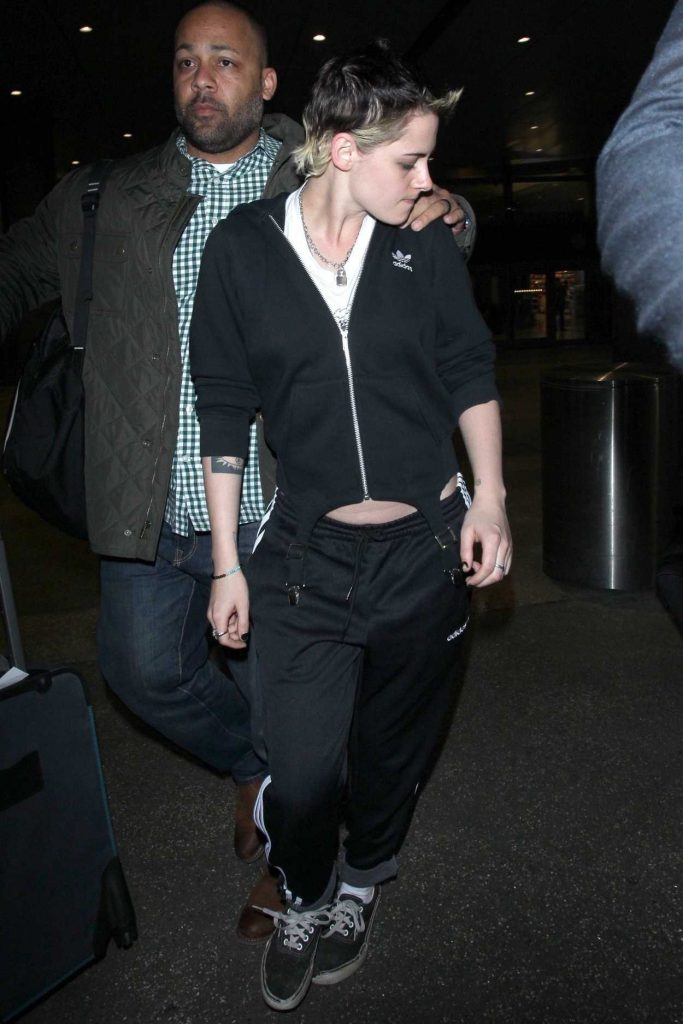 Kristen Stewart Was Seen at LAX Airport in Los Angeles 11/21/2017-1