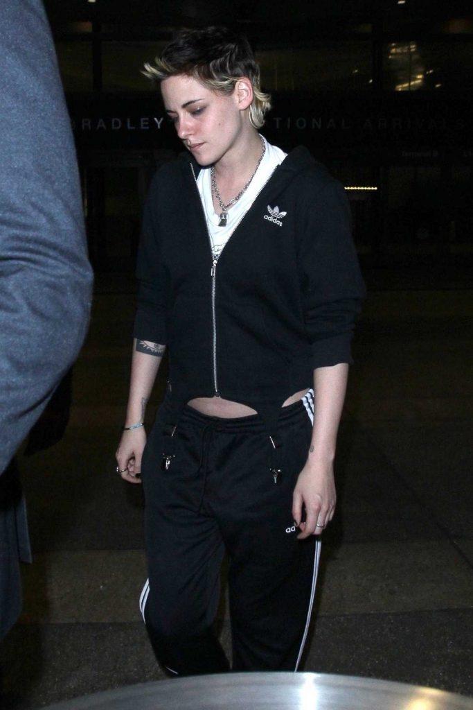 Kristen Stewart Was Seen at LAX Airport in Los Angeles 11/21/2017-3