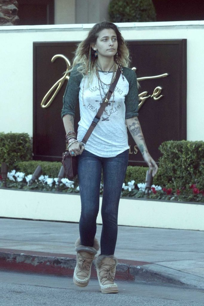 Paris Jackson Was Seen Out in the 90210 Area in Beverly Hills 11/17/2017-2