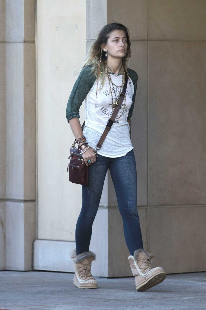 Paris Jackson Was Seen Out in the 90210 Area in Beverly Hills 11/17/2017-3
