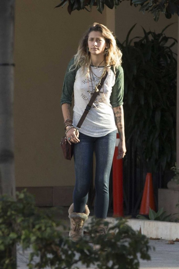 Paris Jackson Was Seen Out in the 90210 Area in Beverly Hills 11/17/2017-4