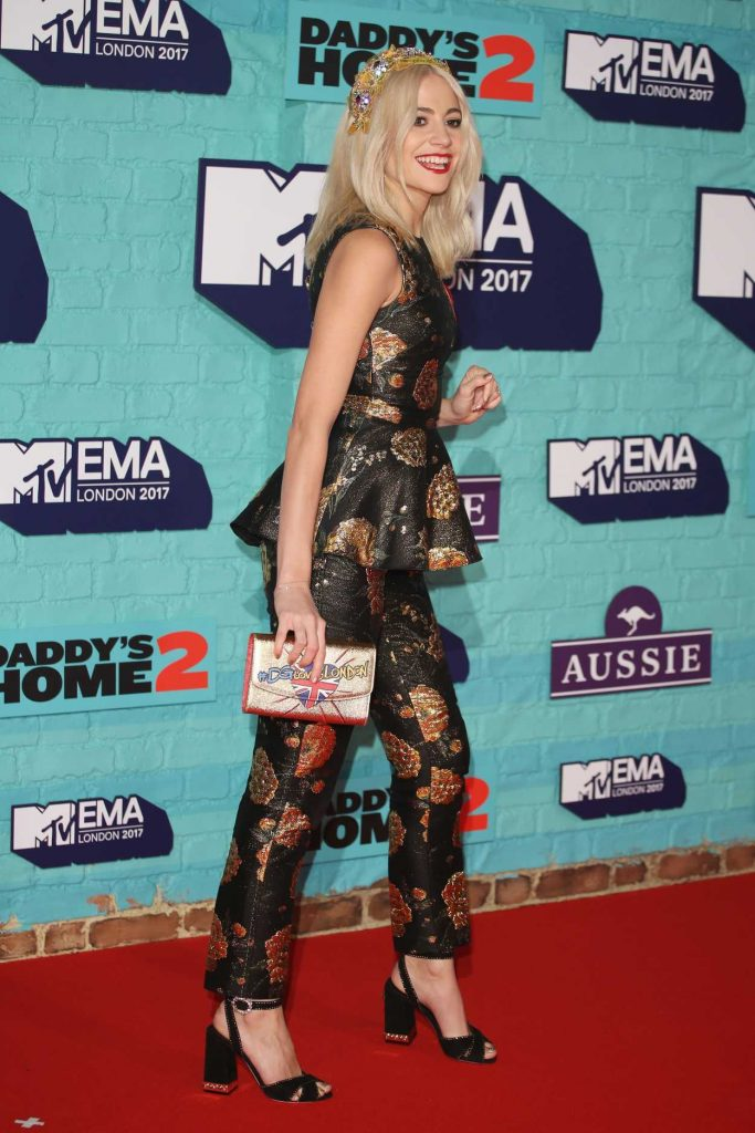 Pixie Lott at the 24th MTV Europe Music Awards in London 11/12/2017-4