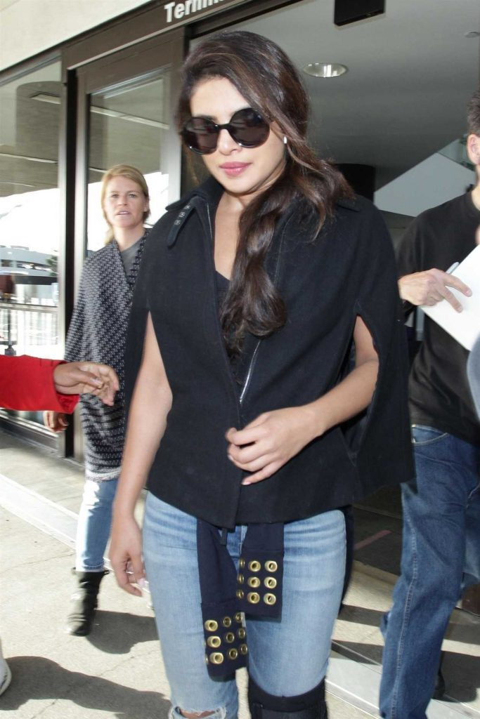 Priyanka Chopra Was Seen at LAX Airport in Los Angeles 11/10/2017-4