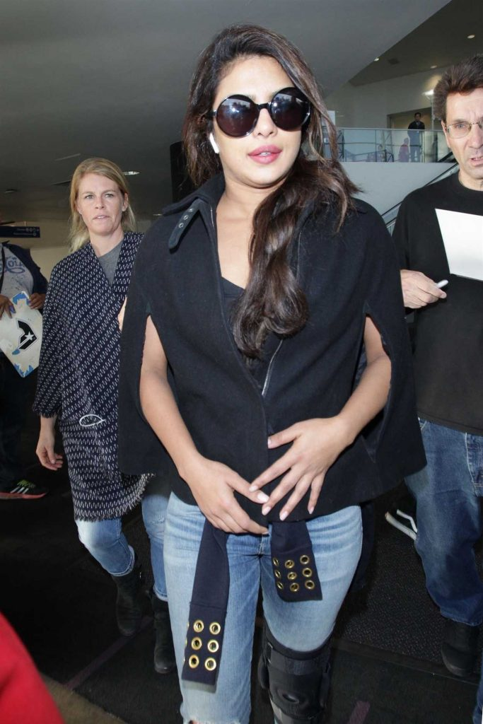 Priyanka Chopra Was Seen at LAX Airport in Los Angeles 11/10/2017-5