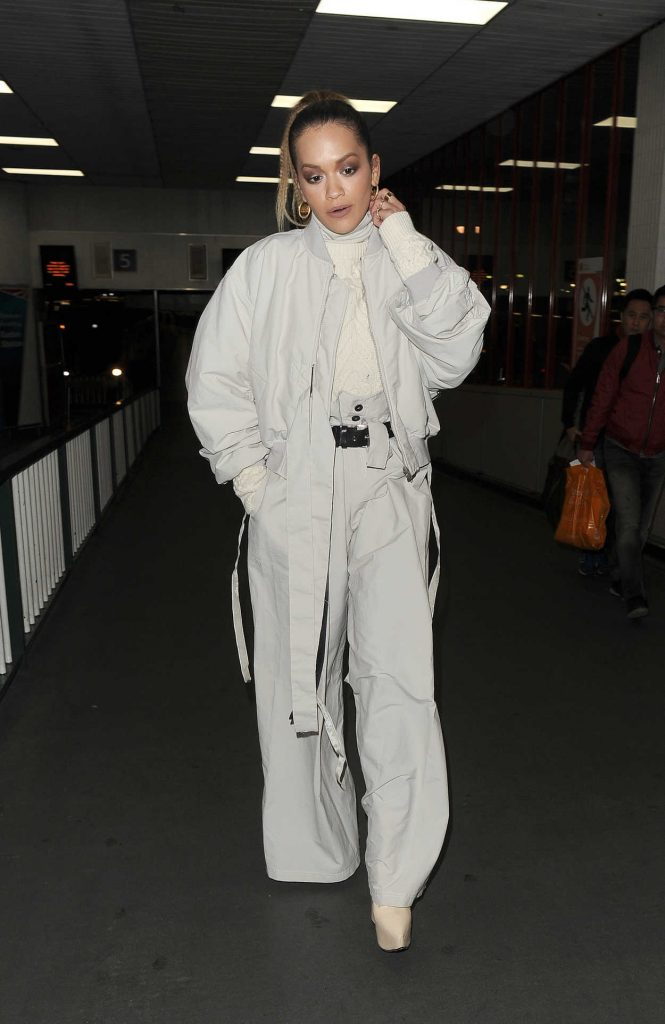 Rita Ora Arrives at Euston Station on a Train From Manchester 11/09/2017-1