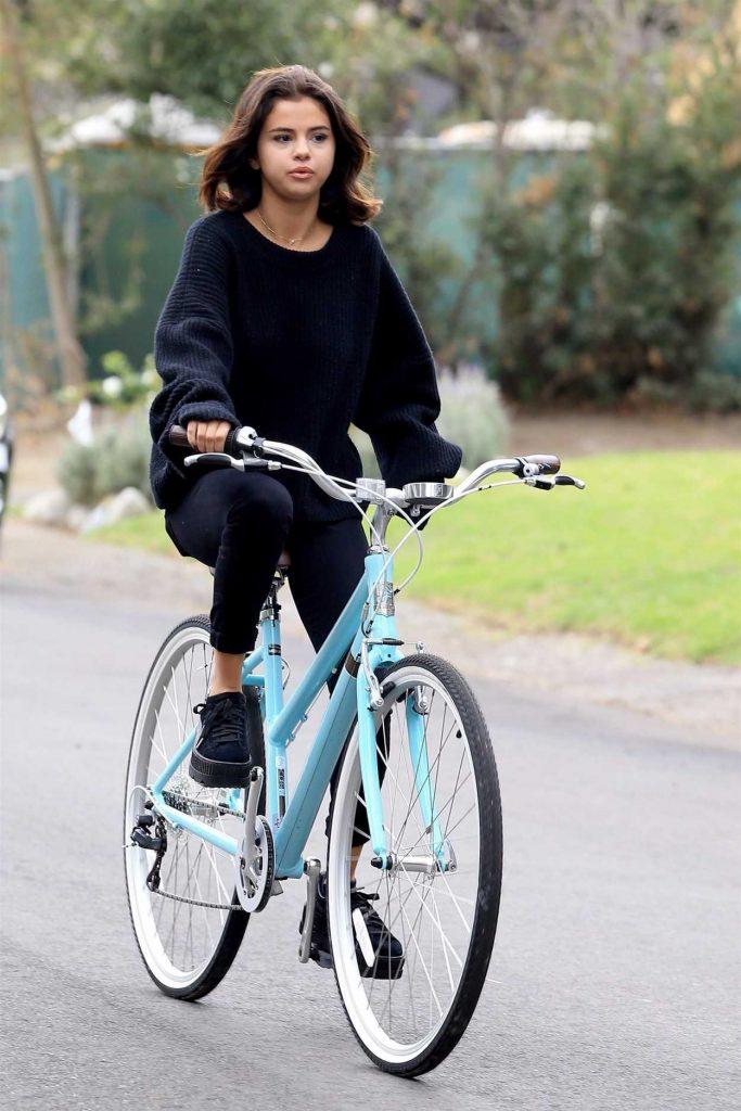 Selena Gomez Goes on a Bike Ride in LA 11/02/2017-1