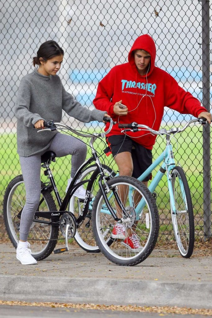 Selena Gomez Was Seen With Justin Bieber Out in LA 11/01/2017-5