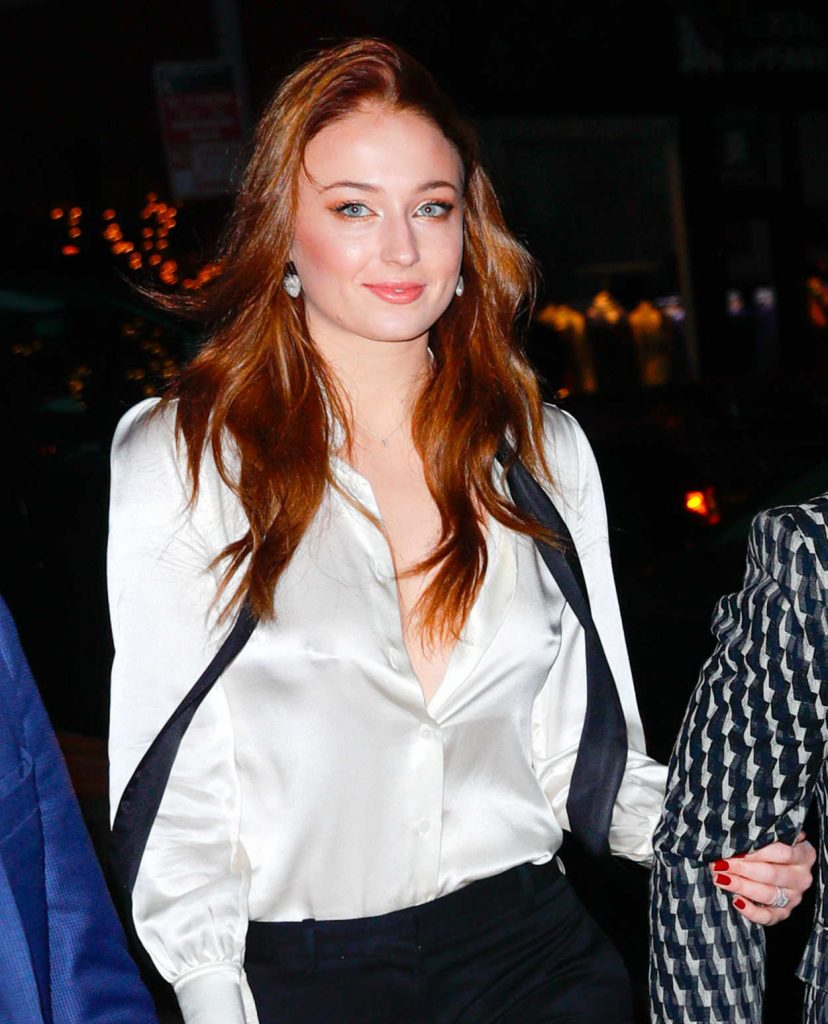 Sophie Turner Arrives for Her Engagement Party and Dinner With Joe Jonas in NYC 11/04/2017-1