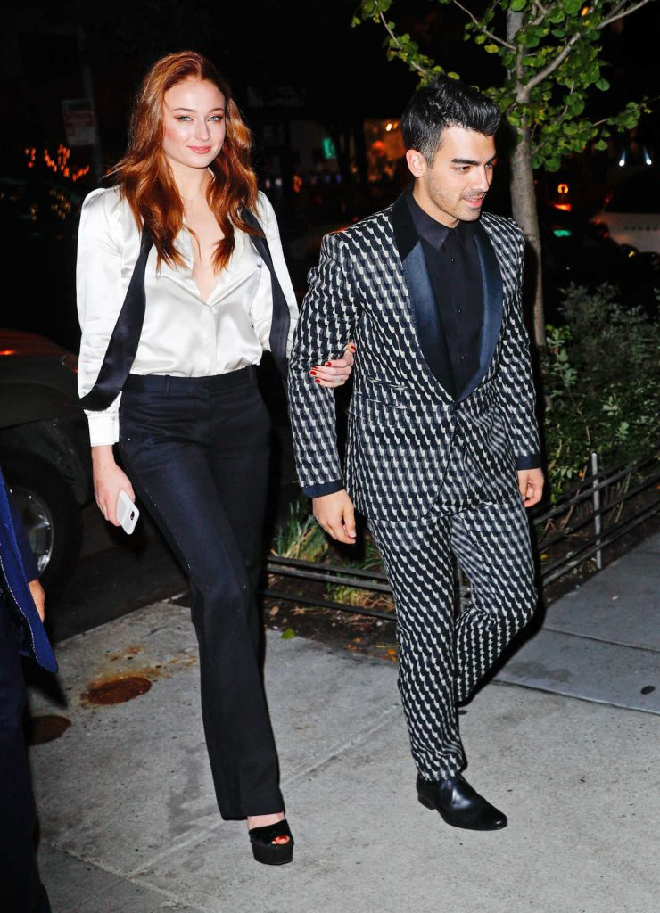 Sophie Turner Arrives for Her Engagement Party and Dinner With Joe Jonas in NYC 11/04/2017-3