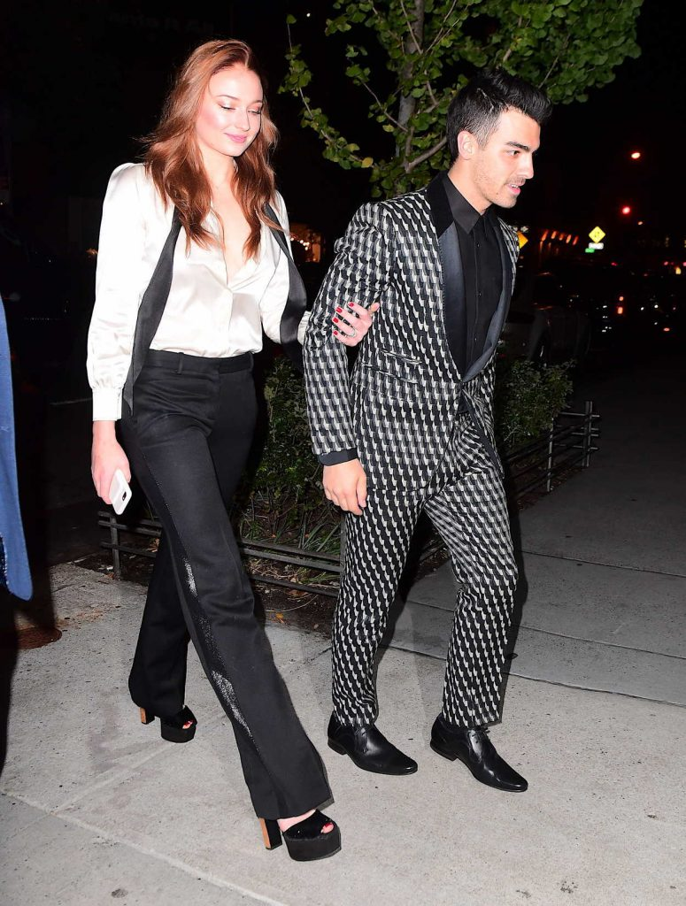 Sophie Turner Arrives for Her Engagement Party and Dinner With Joe Jonas in NYC 11/04/2017-4