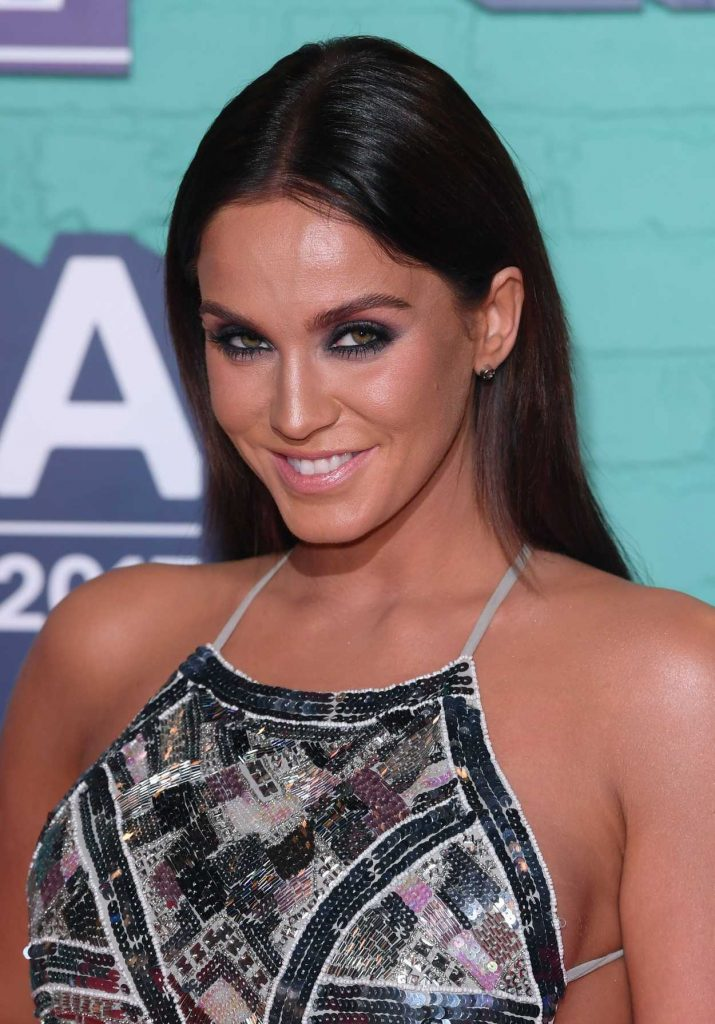 Vicky Pattison at the 24th MTV Europe Music Awards in London 11/12/2017-5