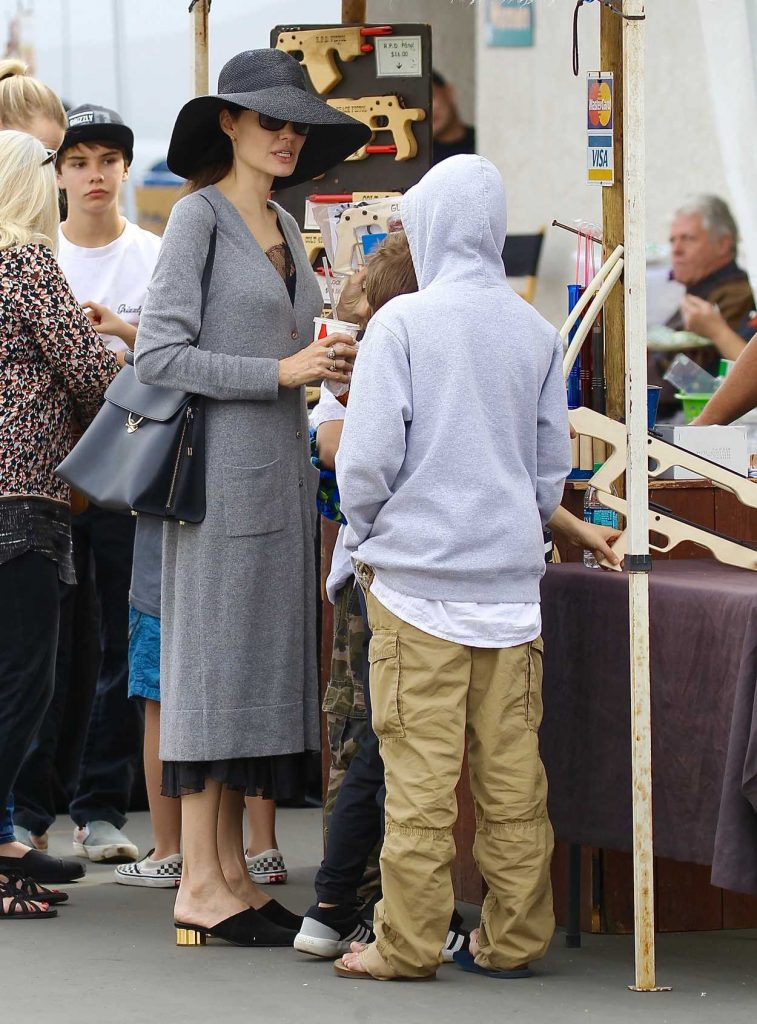 Angelina Jolie Takes Her Kids to the Rosebowl Flea Market in Pasadena 12/10/2017-2