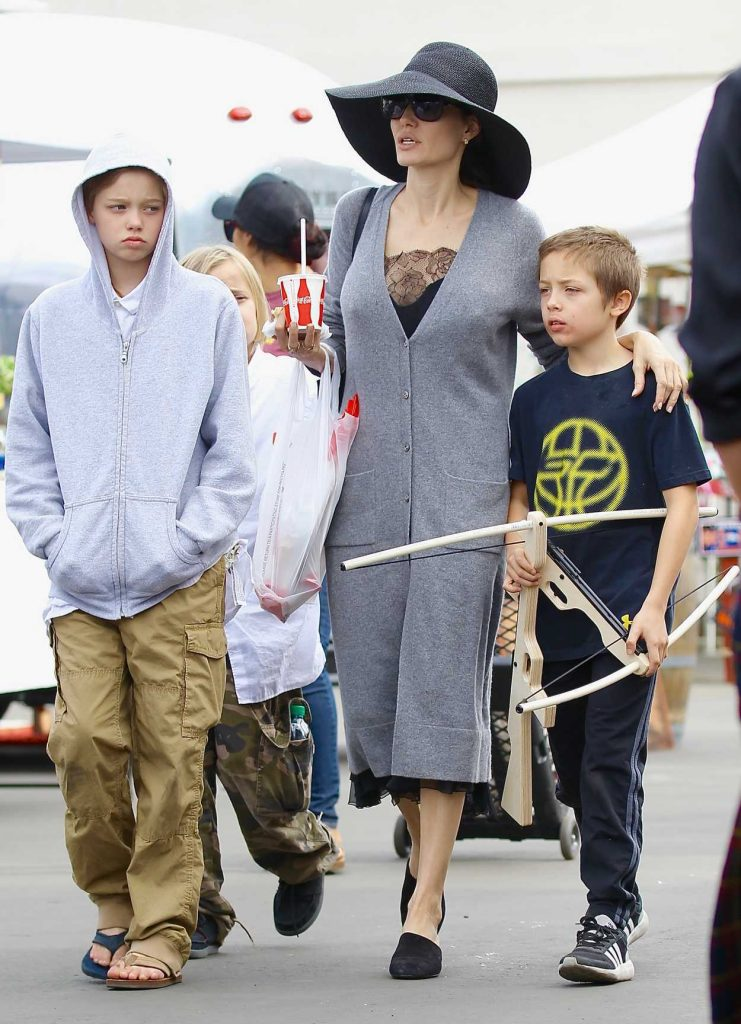 Angelina Jolie Takes Her Kids to the Rosebowl Flea Market in Pasadena 12/10/2017-3