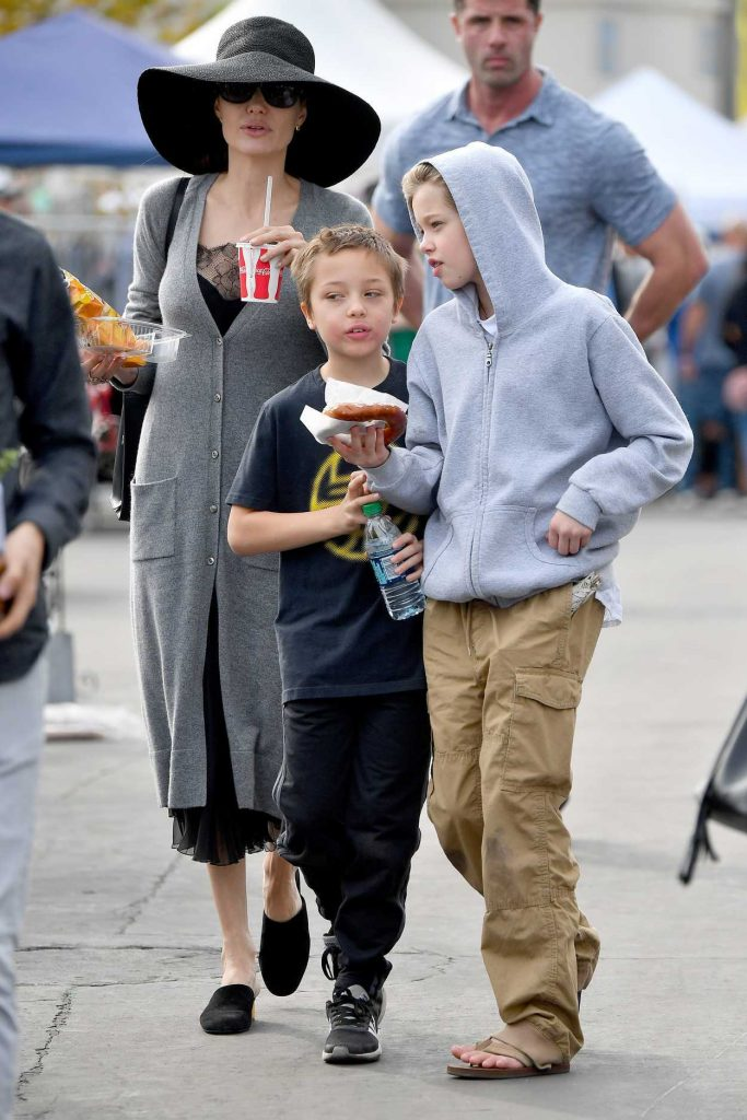 Angelina Jolie Takes Her Kids to the Rosebowl Flea Market in Pasadena 12/10/2017-4