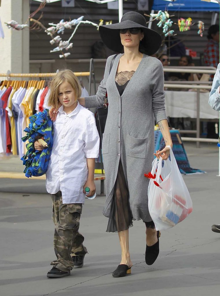Angelina Jolie Takes Her Kids to the Rosebowl Flea Market in Pasadena 12/10/2017-5