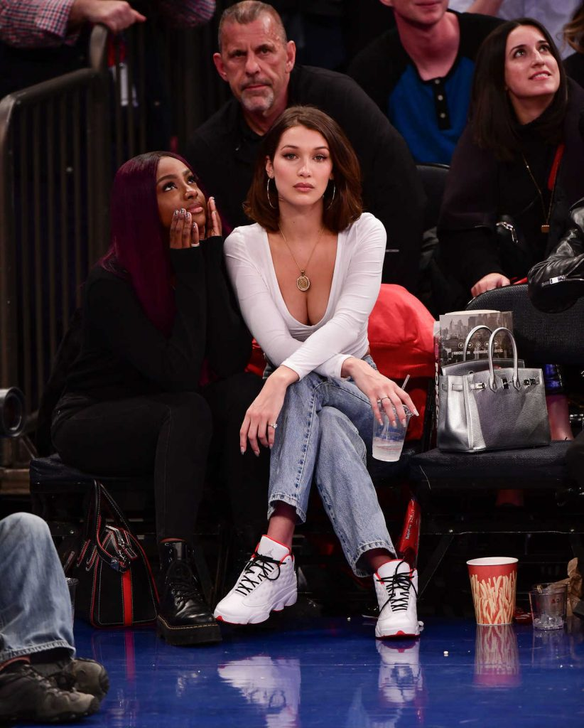 Bella Hadid at the Los Angeles Lakers vs. New York Knicks Game in New York 12/12/2017-2