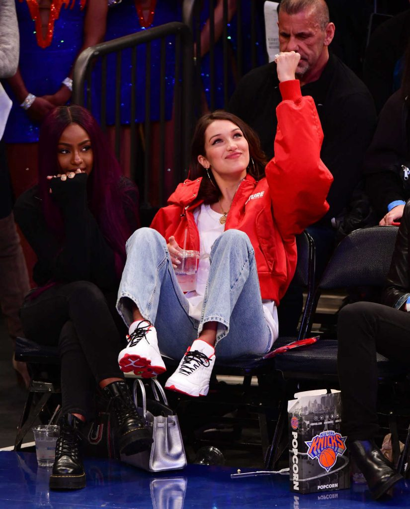 Bella Hadid at the Los Angeles Lakers vs. New York Knicks Game in New York 12/12/2017-5