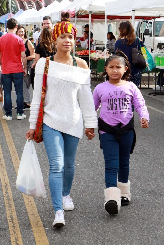 Christina Milian Was Seen at the Farmers Market with Her Daughter in Studio City 12/10/2017-1