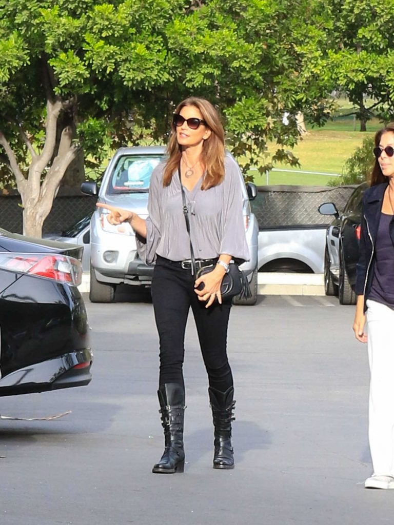 Cindy Crawford Leaves Pinz Bowling in Studio City 12/10/2017-1