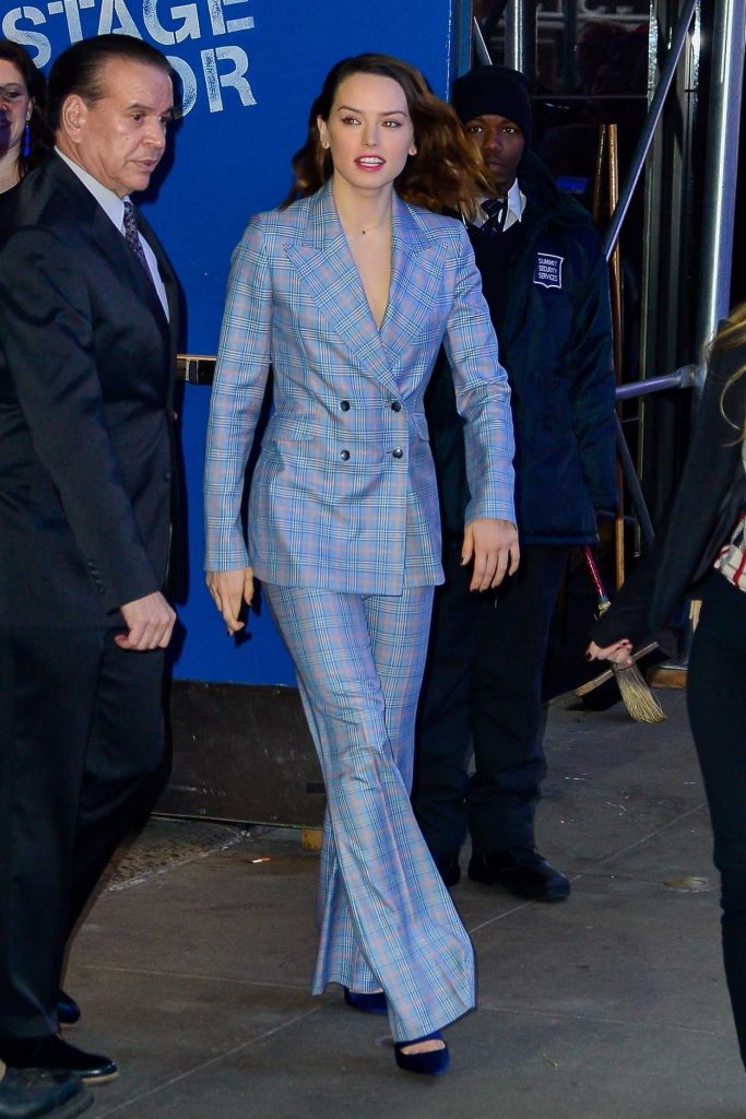 Daisy Ridley Arrives at Good Morning America Studios in New York 11/28/2017-4