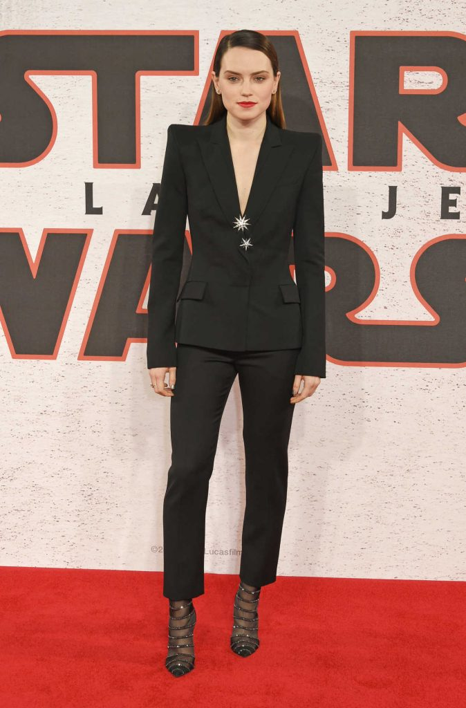 Daisy Ridley at the Star Wars: The Last Jedi Photocall in London 12/13/2017-1