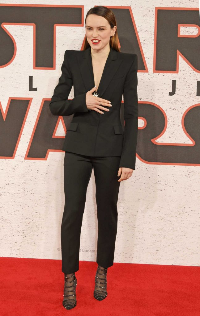 Daisy Ridley at the Star Wars: The Last Jedi Photocall in London 12/13/2017-2