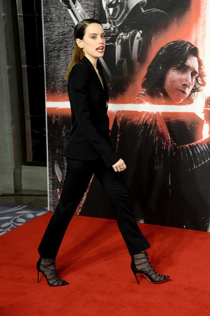 Daisy Ridley at the Star Wars: The Last Jedi Photocall in London 12/13/2017-3