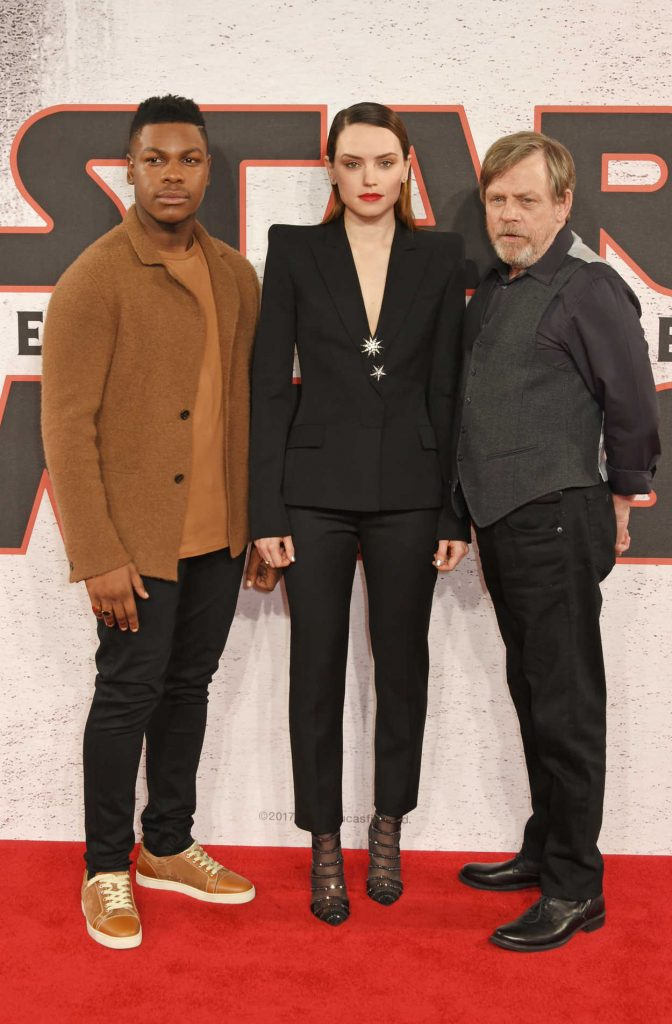 Daisy Ridley at the Star Wars: The Last Jedi Photocall in London 12/13/2017-4