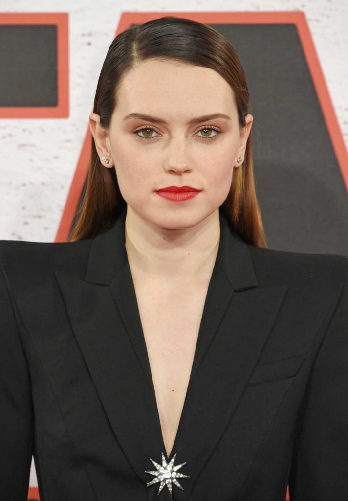 Daisy Ridley at the Star Wars: The Last Jedi Photocall in London 12/13/2017-5