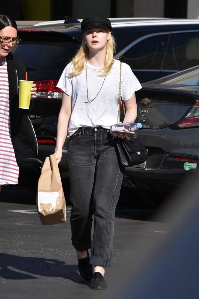 Elle Fanning Grabs Lunch at Burger Lounge in Van Nuys 11/28/2017-1