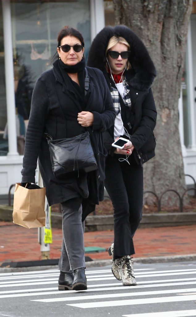 Emma Roberts Goes Shopping with Her Mom in the Hamptons, NYC 12/24/2017-1