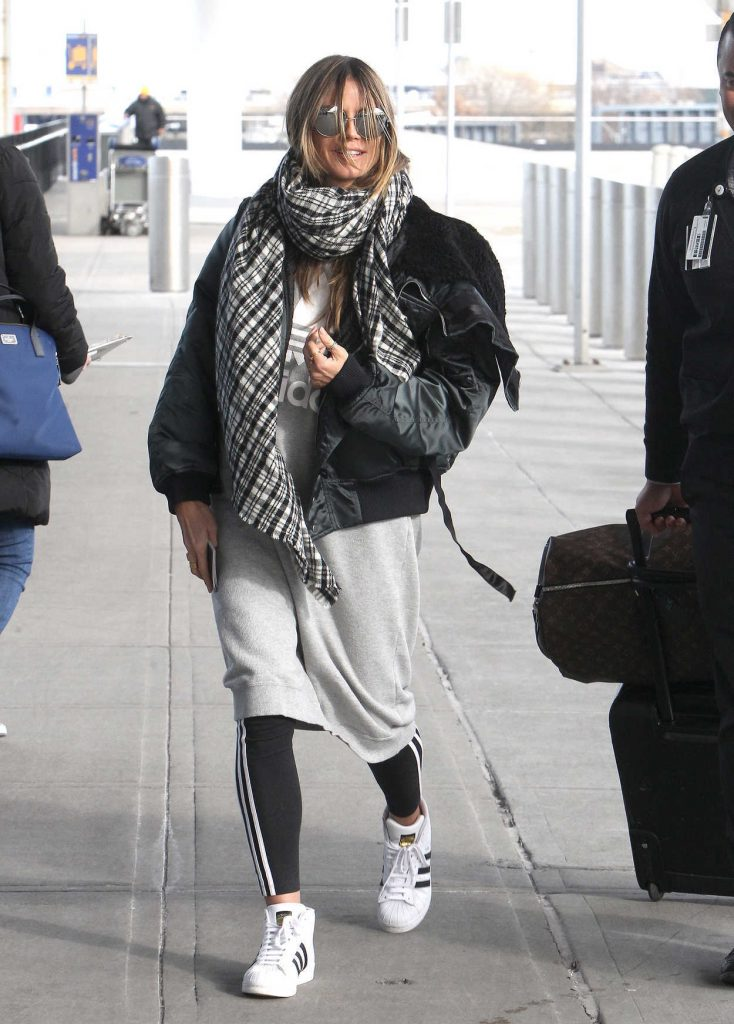 Heidi Klum Arrives at JFK Airport in New York 12/20/2017-1